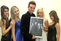"""Magické datum 12.12.2012 bylo dnem vydání kalendáře kouzelníka  Magic Alexe a jeho týmu pro rok 2013 s názvem """"Pocity""""."""