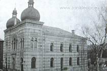 Jablonecká synygoga. V roce 1938 byla nacisty vypálena a zbořena.