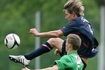 Juniorka Jablonce podlehla na domácím hřišti Velimi (v modrém) 0:1.