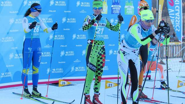 Klára Moravcová (uprostřed) na startu prvního závodu Ski clasic v italském Livignu.