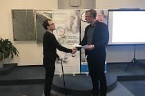 Nadace Euronisa předala šeky v celkové hodnotě 10 tisíc korun dvěma neziskovým organizacím působícím vJablonci nad Nisou.