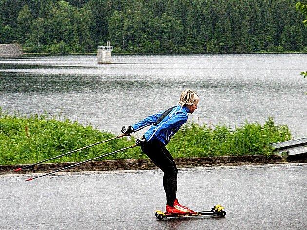 Kolem přehrady Souš se už opět jezdí.