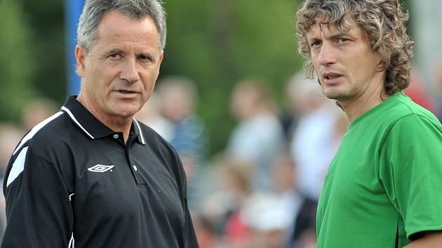 Na snímku jablonečtí trenéři František Komňacký ( vlevo ) a Josef Weber, kteří si i v průběhu hry měli co říct ke hře svých svěřenců.