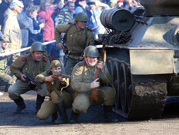 Na sobotu 22. října připravilo Muzeum obrněné techniky na Smržovce celodenní akci pro veřejnost. Součástí programu byla také ukázka bitvy s názvem Partyzánské Bělorusko.
