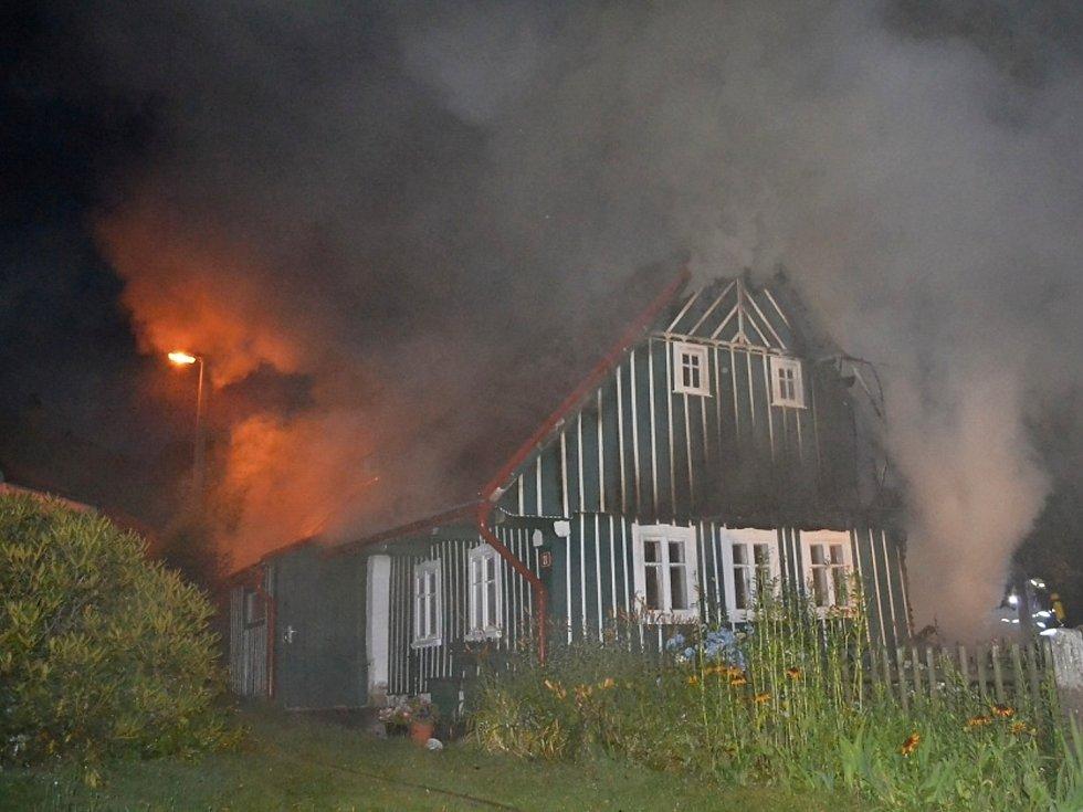 Požár roubenky v Mukařově