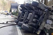 Nehoda nákladního a osobního vozu na silnici I/10 mezi Železným Brodem a Malou Skálou