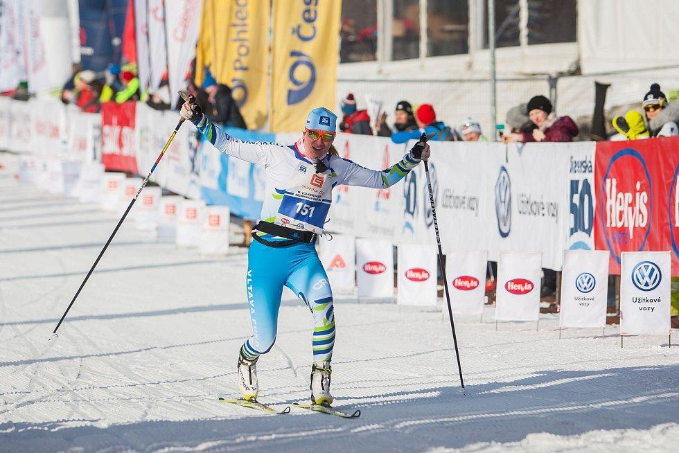 Závod v klasickém lyžování, Volkswagen Bedřichovská 30, odstartoval 16. února v Bedřichově na Jablonecku Jizerskou padesátku. Hlavní závod zařazený do seriálu dálkových běhů Ski Classics se pojede 18. února 2018. Na snímku je druhá žena v závodu na 30 kil