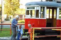 PO TŘIATŘICETI LETECH přijeli v sobotu do Jablonce s tramvají typu 6MT členové Boveraclubu.