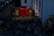 Muzejní noc u domu Scheybalových v Jablonci nad Nisou nabídl pestrý program. Cirkus Nostalgie ale i Cirkcafé bavili všechny přítomné vtipnými scénkami i schopností improvizace.