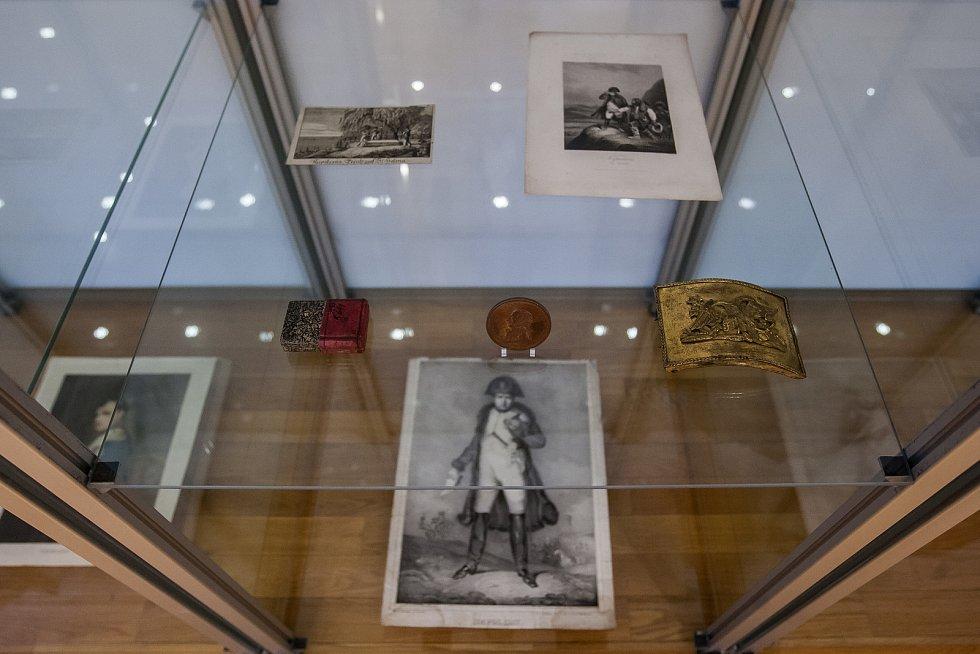 Instalace výstavy Druhá strana mince proběhla 22. listopadu v Muzeu skla a  bižuterie v Jablonci 7e8b3ffa4b