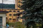 Areál kde mají sídlo společnosti Liglass, a. s., a Liglass Trading CZ, se nachází v Líšném u Železného Brodu na Jablonecku. Snímek je z 21. července.