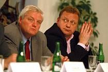 Setkání podnikatelů s politiky na jabloneckém Petříně. Na snímku zleva senátor Karel Kapoun a poslanec Pavel Ploc.