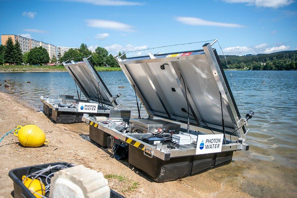 Plováky před instalací na přehradu.