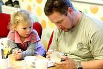 V Mateřském Centru Jablíčko v Jablonci nad Nisou mohly děti tvořit společně se svými rodiči.