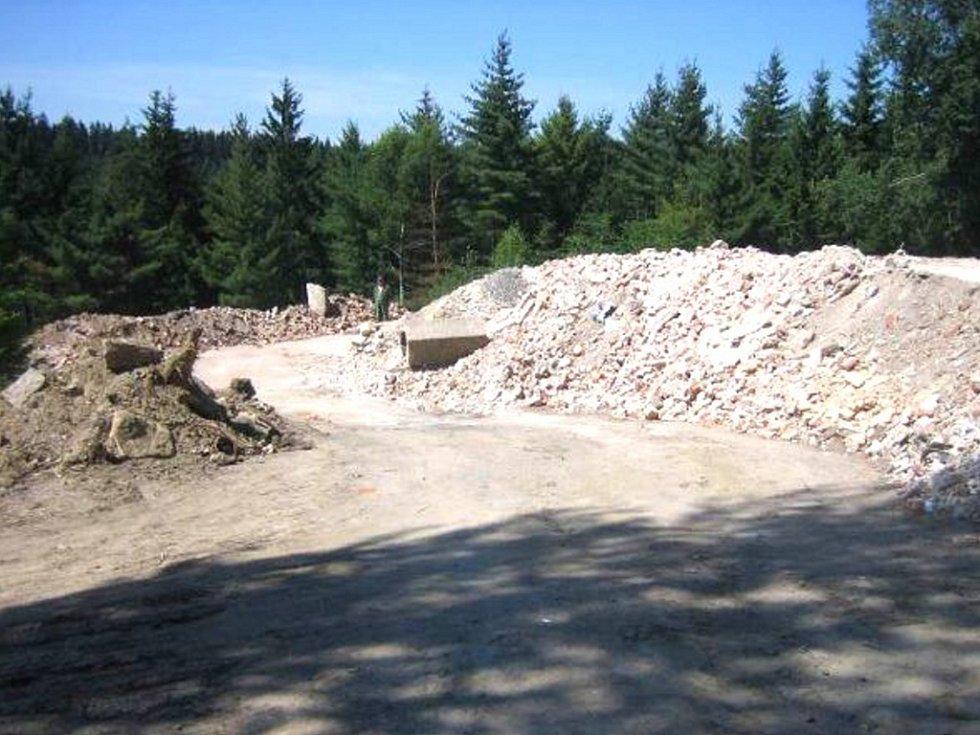 Pozemek na Rádle má od roku 2013 pronajatý místní společnost FAMACHALA s.r.o