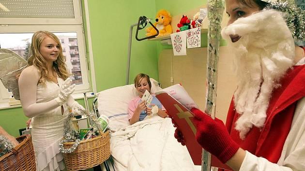 Mikulášská nadílka v jablonecké nemocnici.