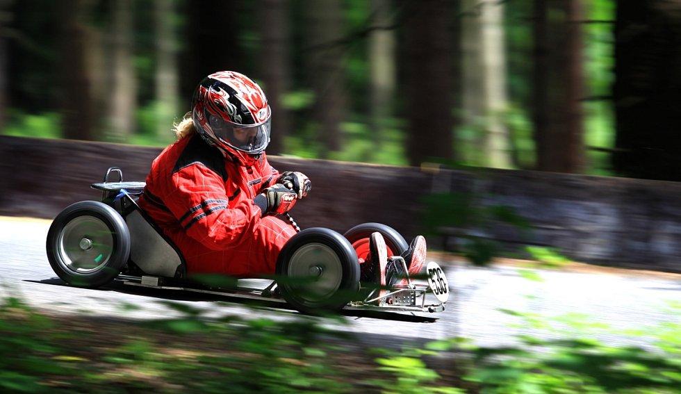 Jablonec hostil druhé kolo MČR ve slalomu minikár.