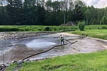 Oprava požární nádrže - koupaliště v Loužnici.