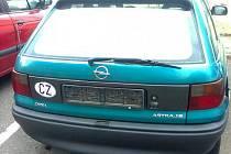 Kradený Opel Astra stál v ulici F. L. Čelakovského v Jablonci.