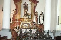 Ostatky sv. Zdislavy jsou uloženy na oltáři v první boční kapli v Chrám sv. Vavřince a sv. Zdislavy v Jablonném v Podještědí.