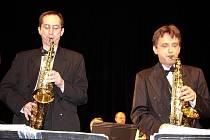 """Společenský večer  """"... a ještě trochu swingu aneb tančíme s melodiemi Orchestru Rudy Janovského""""  pořádaný občanským sdružením STARDUST dne 9. dubna ve velkém sále Eurocentra."""