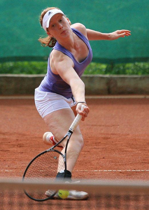 Mezinárodní tenisový turnaj žen Jablonec Cup 2012 vstoupil do hlavní soutěže. Na snímku Bianca Kochová z Německa.