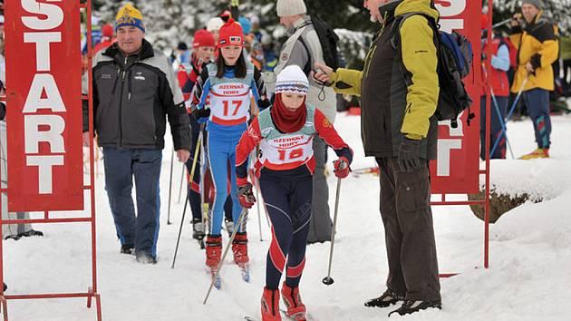 Prvním závodem v běhu na lyžích odstartoval letošní ročník Jablonecké šestidenní v běhu na lyžích – Pohár Unitop ČR, který tradičně pořádá SK Policie Maják Jablonec.