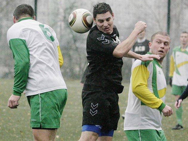 Mšeno B ukončilo vítěznou sérii Lučan (v černém) a vyhrálo vysoko 4:0.