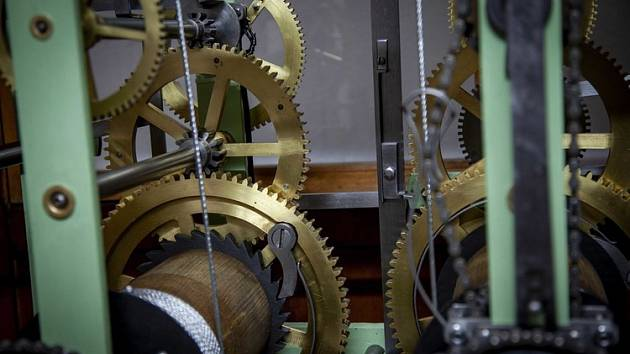 Věžní hodiny – radnice v Železném Brodě.