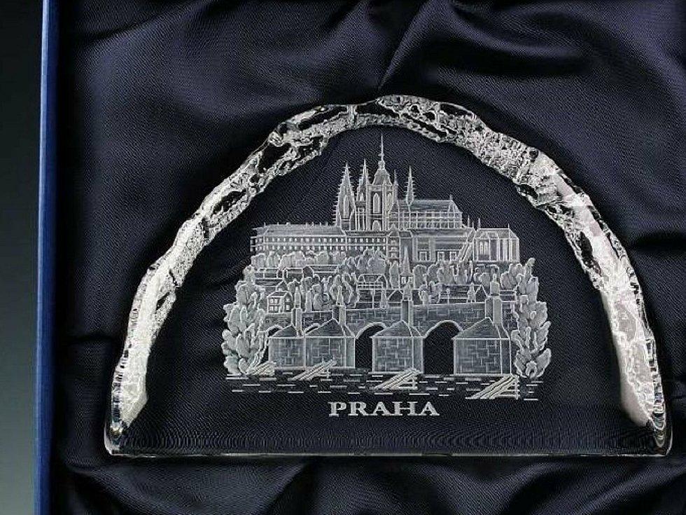... i motivy hlavního města Praha. Roušky ze sklářské firmy Cvrček Glass