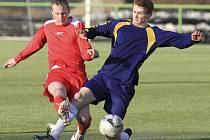 Fotbalisté Držkova (v modrém) hráli s Rokytnicí 3:2.