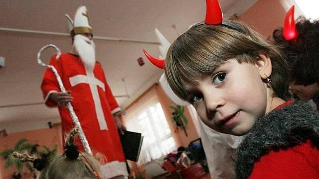 Mikuláš, čert a anděl. Ilustrační snímek.
