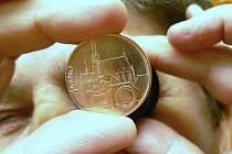V jablonecké mincovně mimo jiné razí domácí oběživo pro Českou národní banku.