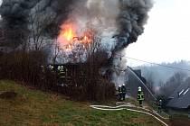 Požár domu ve Víchové nad Jizerou.