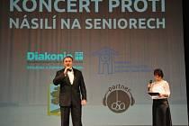 Koncert proti násilí na seniorech loni