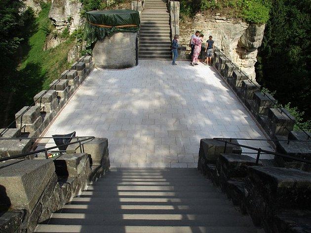Rok 2018 byl na hradě Valdštejn opět ve znamení stavebních úprav. Řada z nich byla dokončena ještě před začátkem turistické sezóny.