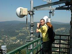 Tanvaldský Špičák je vyhledávaným místem turistů nejen z Libereckého kraje. Ti přinášejí do lokality peníze, které tu utratí.