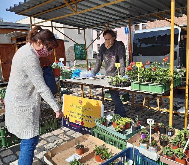 Jiří Mark na zeleninovém trhu vJablonci nad Nisou.