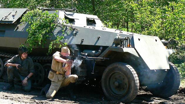 Muzeum obrněné techniky Smržovka každoročně připravuje zajímavé odpoledne pro veřejnost s ukázkou boje a možností projet se tankem a další technikou.