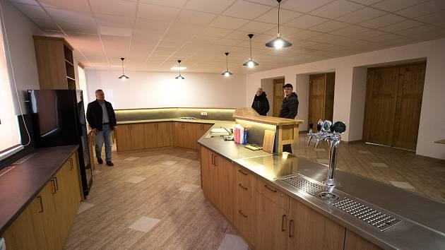 V Plavech převzala v roce 2017 zdejší sokolovnu obec a zainvestovala do ní téměř pět milionů korun. Vnitřek je doslova úchvatný.