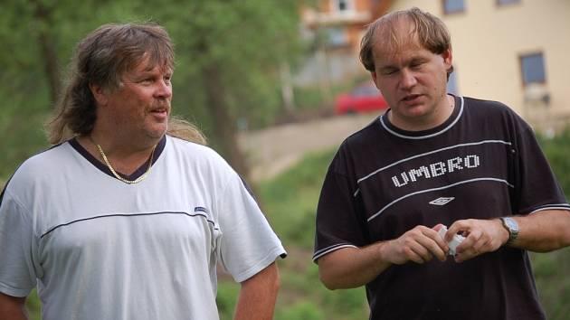 VYDŘENÁ DOMÁCÍ DERNIÉRA. Poslední domácí zápas sezony zvládli fotbalisté Lučan na výbornou, když dma porazili Studenec vysoko 6:1, čímž se v domácím prostředí důstojně rozloučili s trenérem Josefem Mičkou (vpravo) i asistentem Pavlem Kuncem