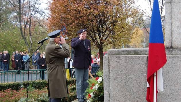 Den vzniku samostatného československého státu slavnostně připomněli včera u Památníku obětí 1. světové války v Tyršově parku.