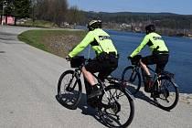 Kolem jablonecké přehrady bude opět možné potkat strážníky na kolech.