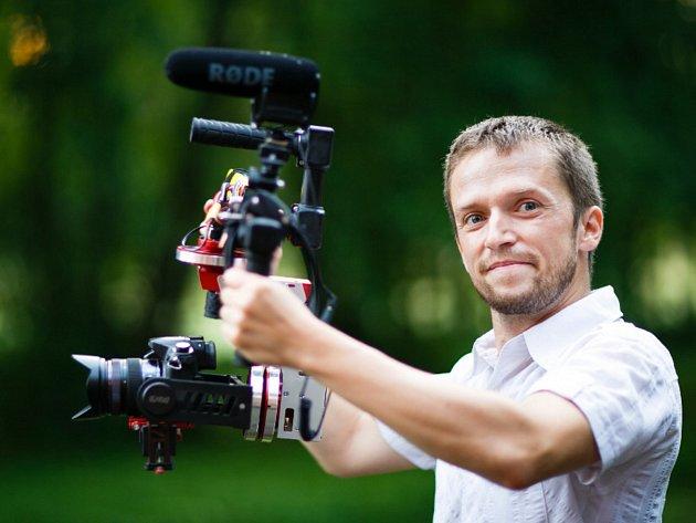 Film rodáka z Jablonce nad Nisou, Miroslava Prouska, nepatří ke klasickým cestovatelským dokumentům, ale je o každodenním prožitku cestovatele.