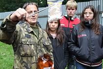 Děti z jabloneckého Dětského domova si vítězstvím ve sportovních hrách vysloužily také návštěvu Veterinární vojenské základny na Grabštejně. Zde jim vojáci předvedli výcvik psů k různým účelům a vysvětlili, jak se cvičí na vyhledávání drog a zbraní.