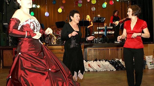 V pořadí již 13. reprezentační ples Horské služby oblasti Jizerské hory se konal v sobotu 20. března v sále hotelu Parkhotel ve Smržovce.