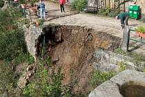 Zřícená opěrná zeď na Panteonu