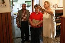 Líba Novotná (na snímku vlevo) má v Kittelově muzeu na Krásné čestnou funkci kurátorky.