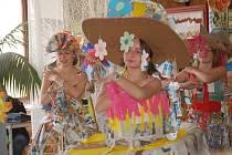 Sedmý ročník Základní školy Mozartova oslavil  Eko den modní přehlídkou z reciklovaných materiálů. Nechyběla ani hudba a tanec.