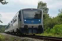 Ilustrační snímek. Celé tři měsíce nebudou jezdit vlaky mezi Železným Brodem a Tanvaldem. Nahradí je autobusy.